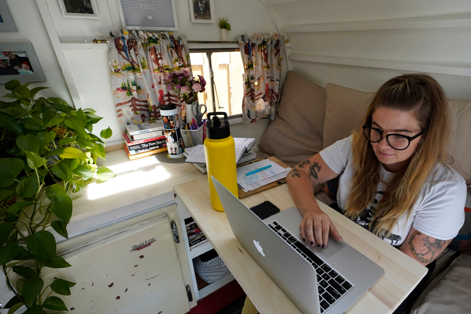 Commuters Who Switched To Remote Work From Home Due To COVID-19 Saving Billions Of Dollars